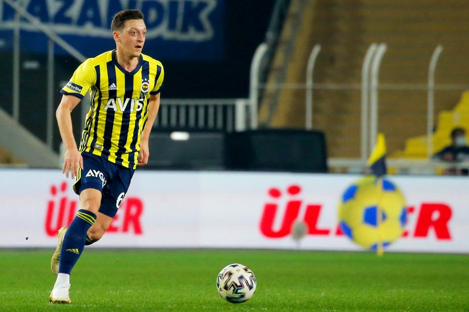 Mesut Özil (32) steht seit Ende Januar bei Fenerbahce Istanbul unter Vertrag, fällt momentan aber wegen eines Bänderrisses im Sprunggelenk verletzt aus.