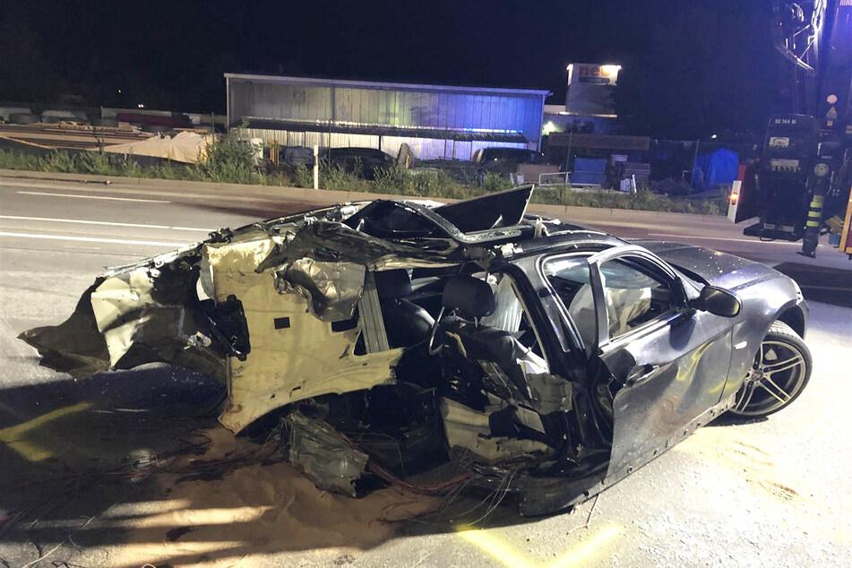 Der am Crash beteiligte BMW wurde komplett zerstört.