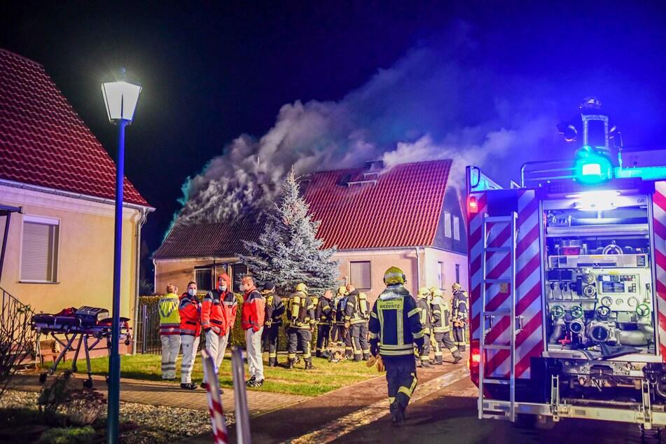 Als die Feuerwehr eintraf, stand das Haus bereits in Flammen.