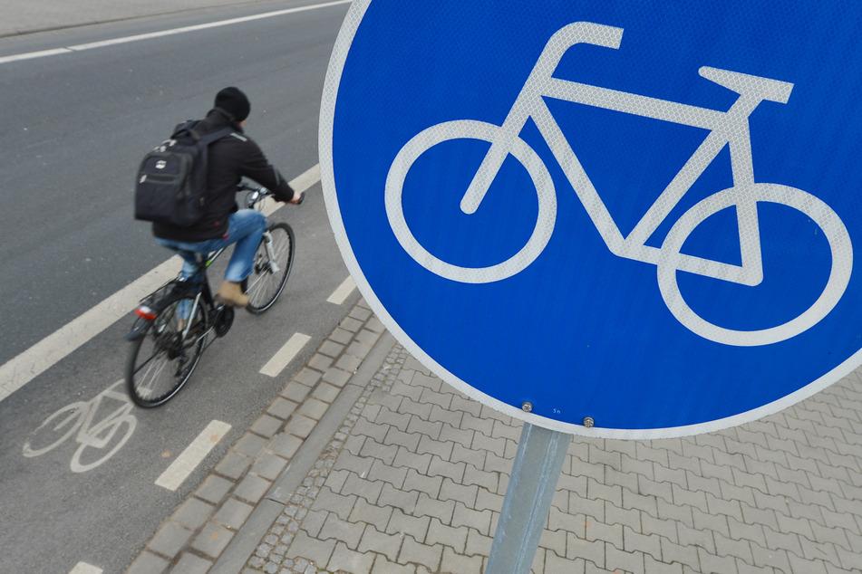 Sachsen hat aus Sicht des ADFC zu wenig Radwege. (Symbolbild)