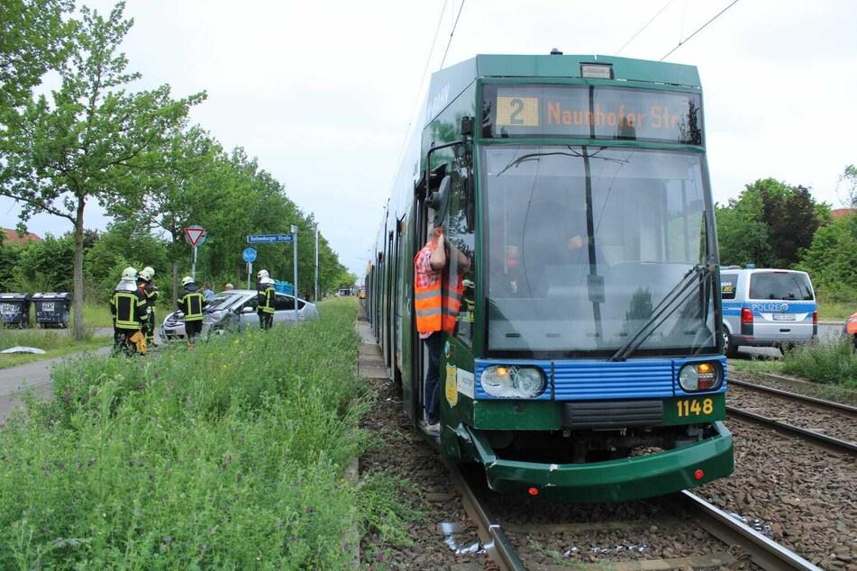 Diese stadteinwärts fahrende Tram rammte den Hybridwagen.
