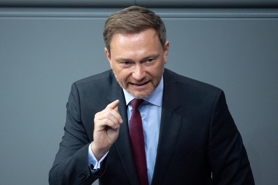 Der Vorsitzende der FDP-Bundestagsfraktion Christian Lindner (42) befürchtet großen Schaden für Kinder durch die langen Schulschließungen.