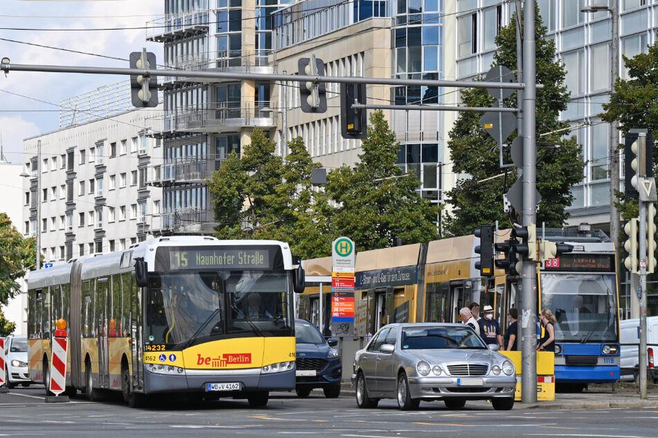 Berliner Busse auf dem Ring? Derzeit rollen diese Fahrzeuge durch Leipzig.