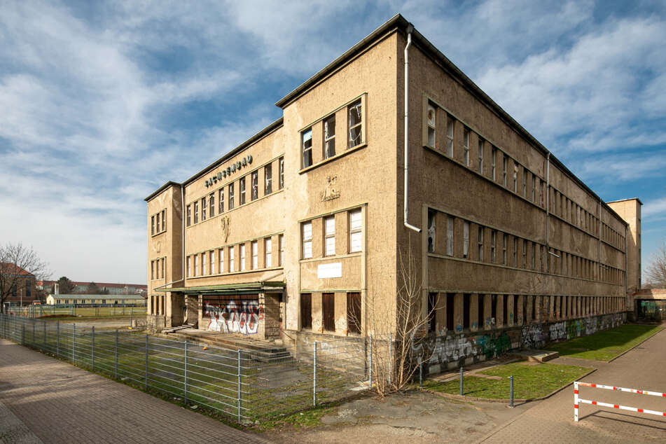 Im Mai entscheidet sich, ob aus dem Sachsenbad ein Bürogebäude wird oder der Verfall weitergeht.
