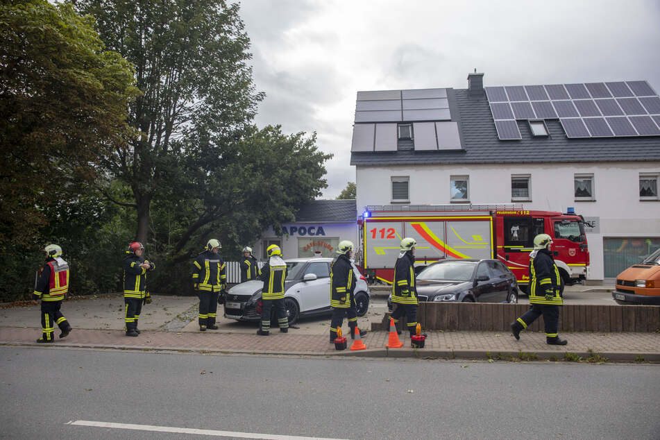 In Scheibenberg stürzte ein Baum auf ein Haus.