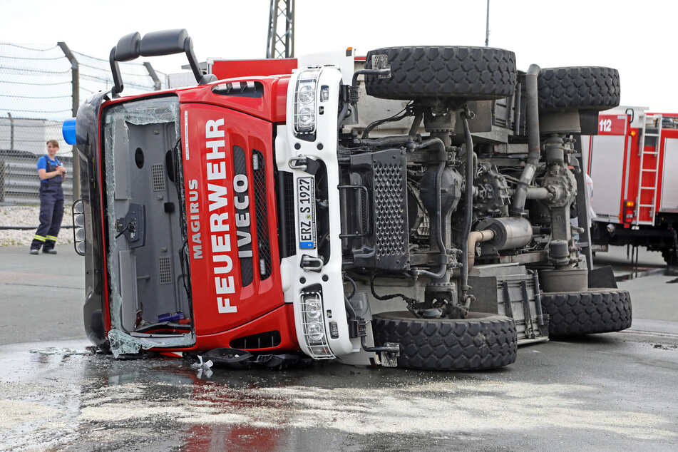 Vor elf Tagen verunglückte ein Fahrer (36) der Freiwilligen Feuerwehr Scharfenstein beim Sicherheitstraining auf dem Sachsenring.