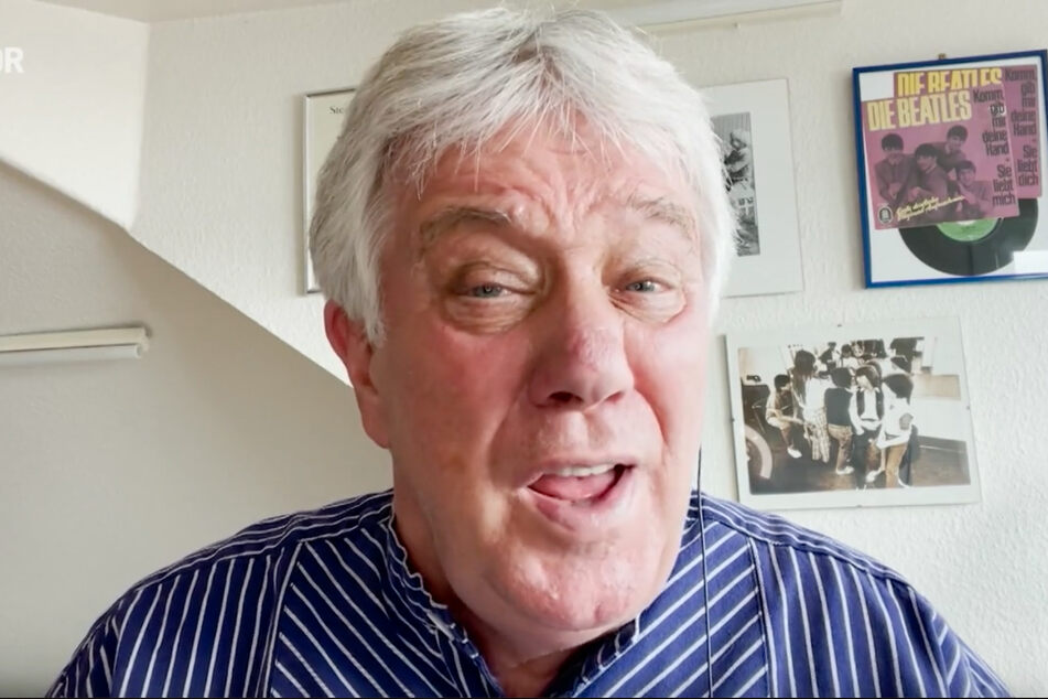Rolf Zuckowski (74) sang das Volkslied im traditionellen Fischerhemd.
