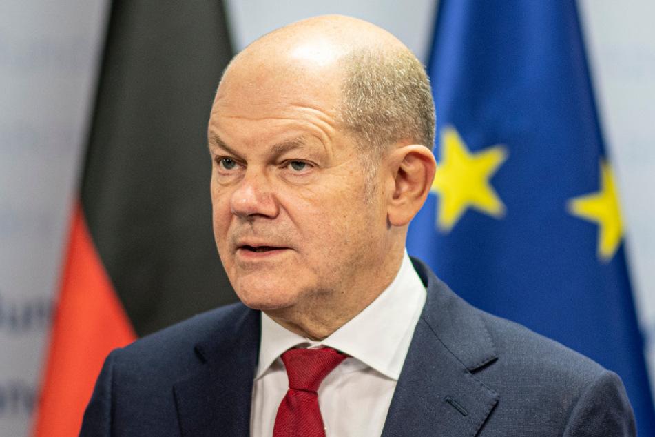 Bundesfinanzminister Olaf Scholz (62, SPD) geht noch in die Offensive und attackiert die Vorgehensweise bei der Impfdosen-Beschaffung scharf.