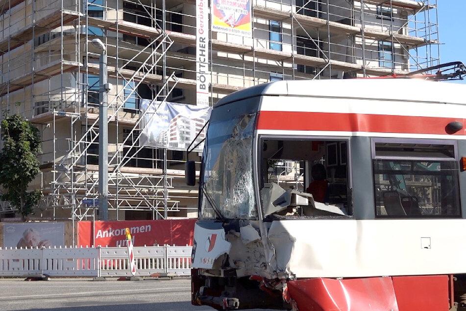 Zehn Menschen sind bei dem Unfall in Halberstadt verletzt worden.