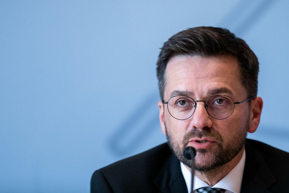 Der Vorsitzende der SPD-Landtagsfraktion Thomas Kutschaty spricht bei der Landespressekonferenz im Landtag NRW über aktuelle Themen.