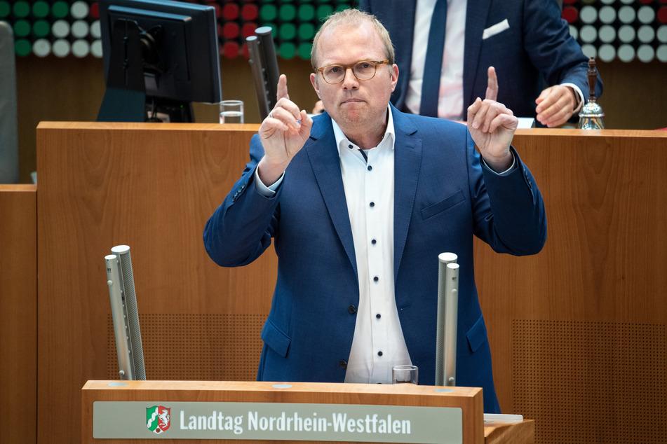 Jochen Ott (SPD) spricht im Landtag.