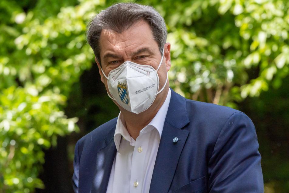 Ministerpräsident Markus Söder (54) und seine CSU stehen der Abschaffung der Maskenpflicht im Freistaat trotz weiter sinkender Inzidenz skeptisch gegenüber.