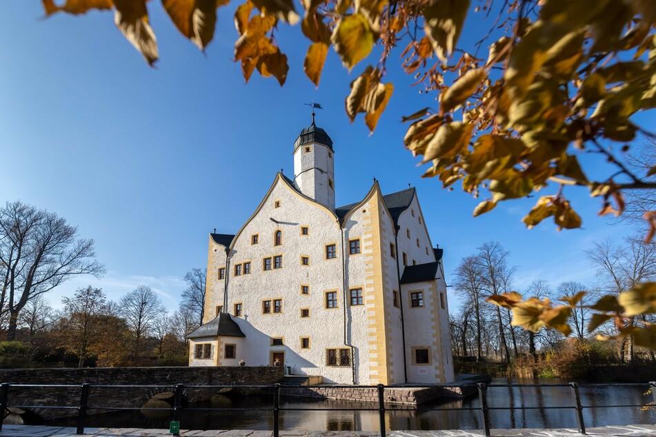 Im Wasserschloss Klaffenbach gibt es heute Puppentheater.