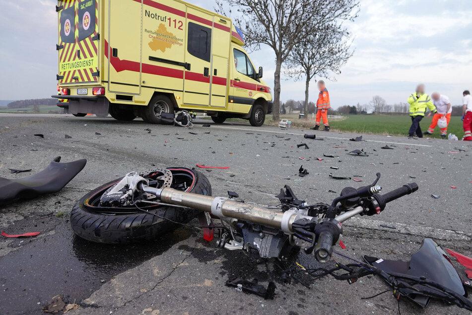 """Durch den heftigen Zusammenstoß waren Teile des Motorrads laut Gutachter """"pulverisiert""""."""
