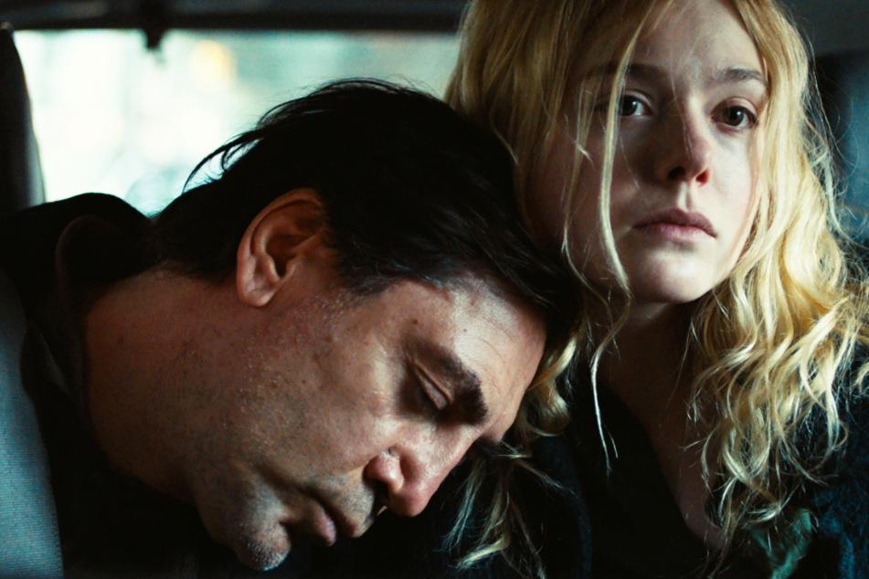 Molly (Elle Fanning) kümmert sich rührend um ihren Vater Leo (Javier Bardem), geht dabei aber an die Grenze ihrer Kräfte - und teilweise auch darüber hinaus.
