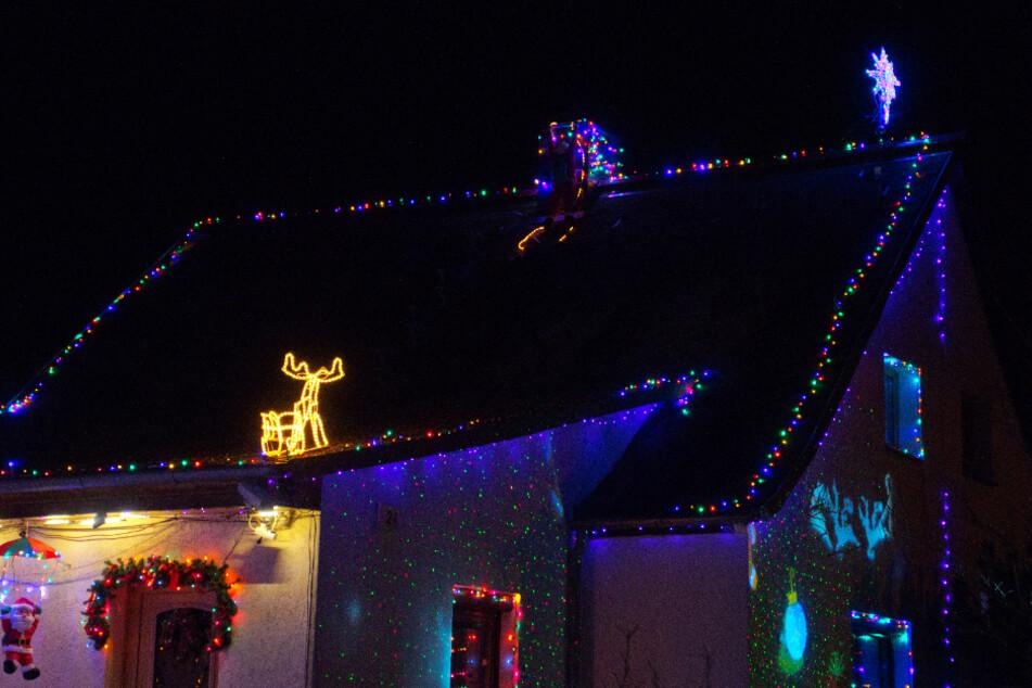 Die Werners ließen sich von ihren weihnachtsverrückten Nachbarn (Foto) anstecken.