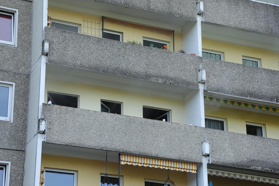 Die ausgebrannte Wohnung ist nach derzeitigem Stand unbewohnbar.