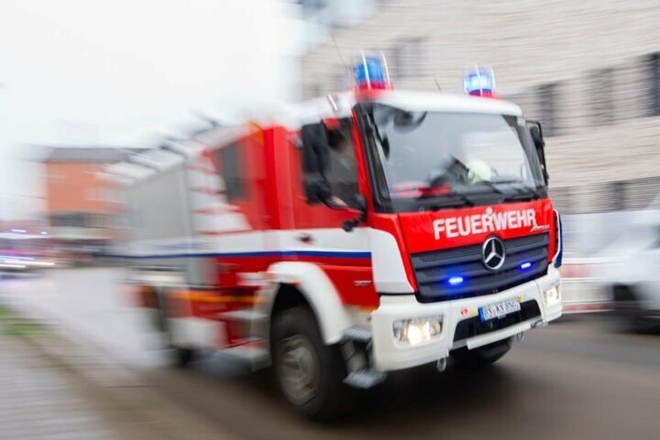Die Bewohner wurden teilweise mit der Feuerwehr in Sicherheit gebracht. (Symbolbild)
