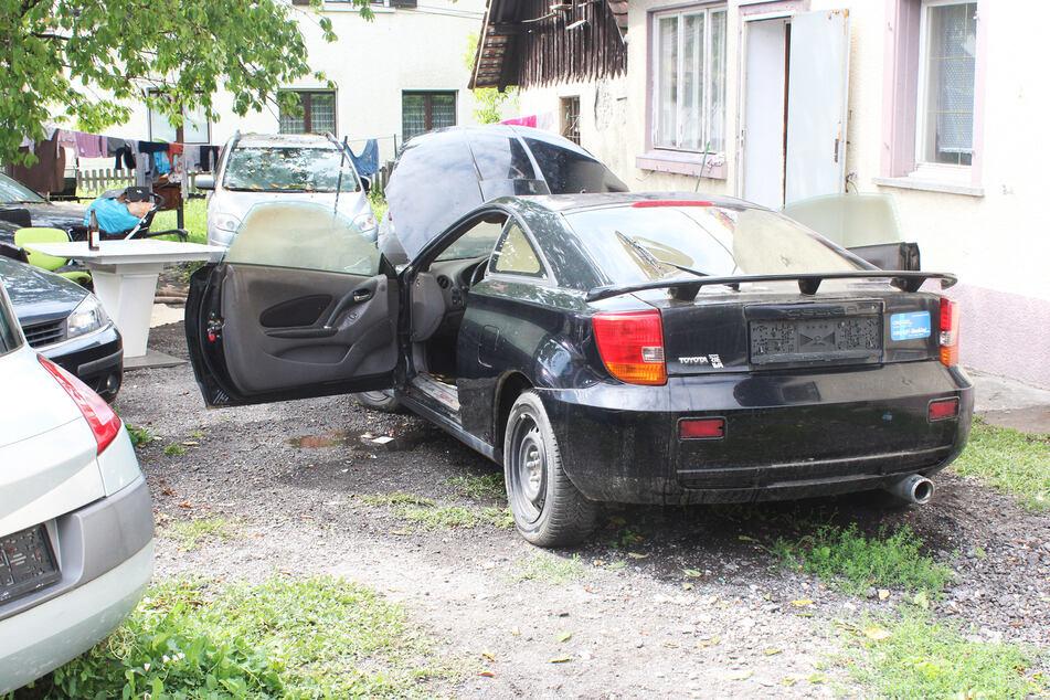 In diesem Schrott-Toyota zündelte der 3-Jährige.