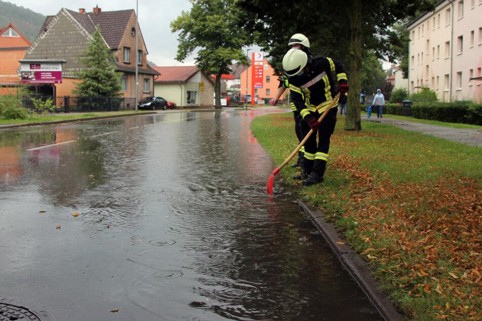 Starkregen hat am Sonntag und zum Wochenstart Thüringen heimgesucht.