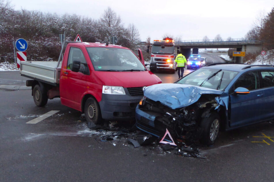 Kreuzungs-Crash in Zwickau: Drei Verletzte
