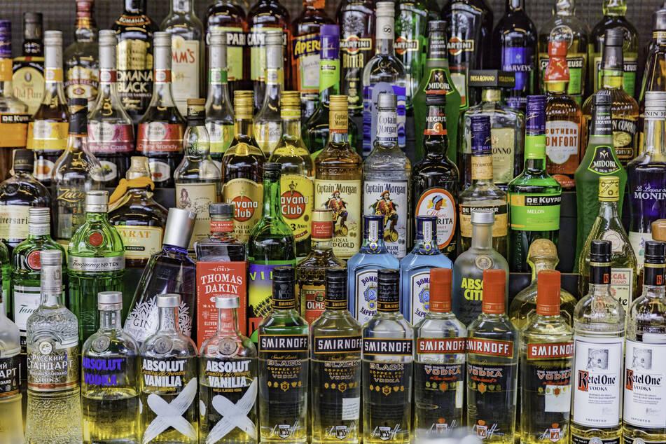 In Indien floriert das Geschäft mit illegal gebrautem Alkohol. (Symbolbild)