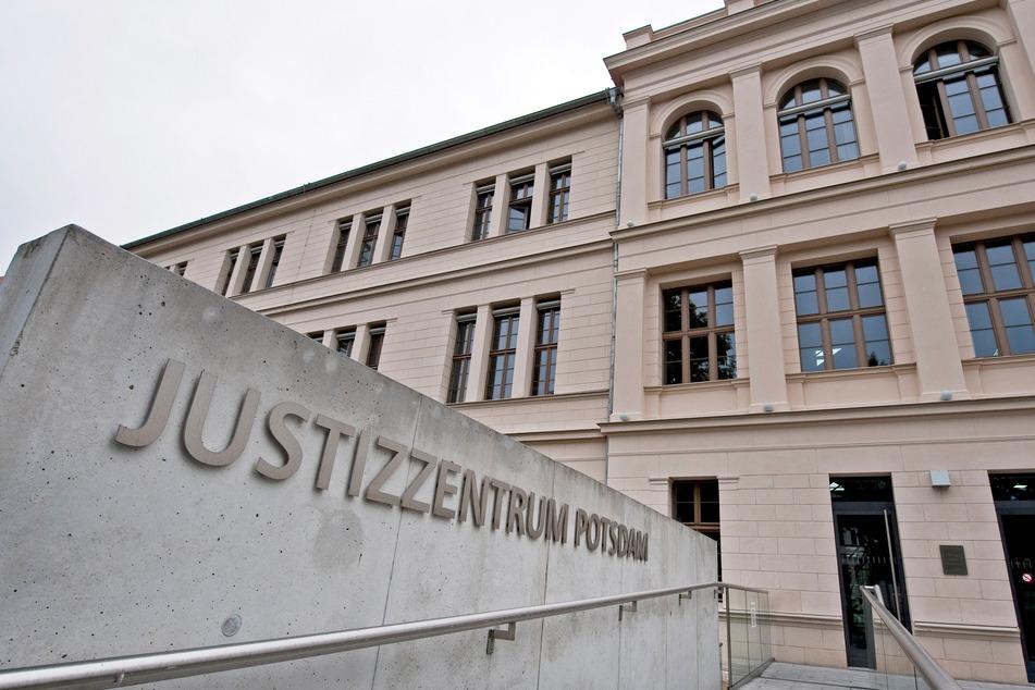 Verfassungsgericht prüft AfD-Antrag gegen Corona-Regelungen