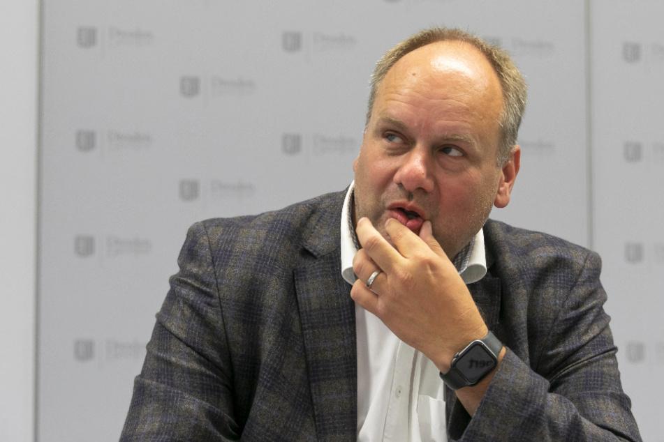Oberbürgermeister Dirk Hilbert (48, FDP) soll die Anbieter zur Räson rufen.