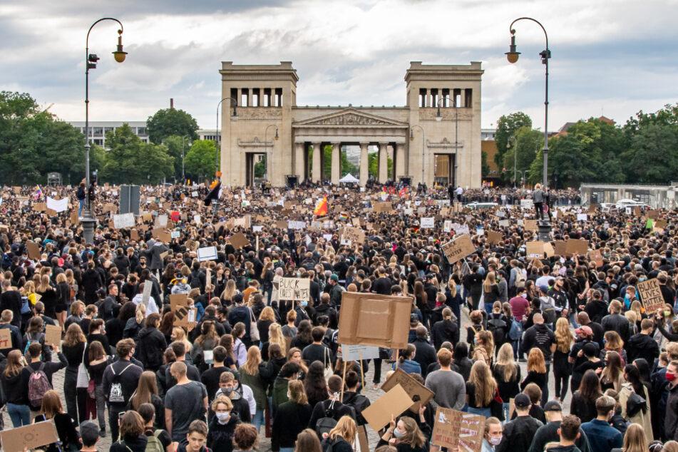 Tausende Menschen demonstrierten in München gegen Rassismus und Polizeigewalt.