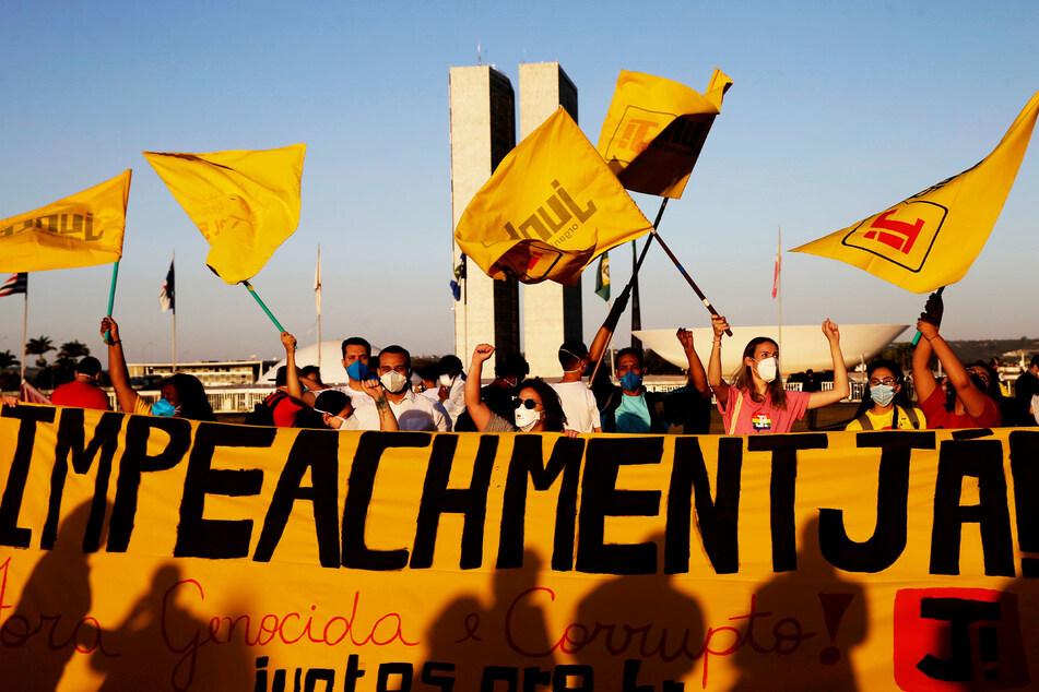 Protestierende versammeln sich vor dem Kongress, um den Rücktritt des brasilianischen Präsidenten Jair Bolsonaro zu fordern.