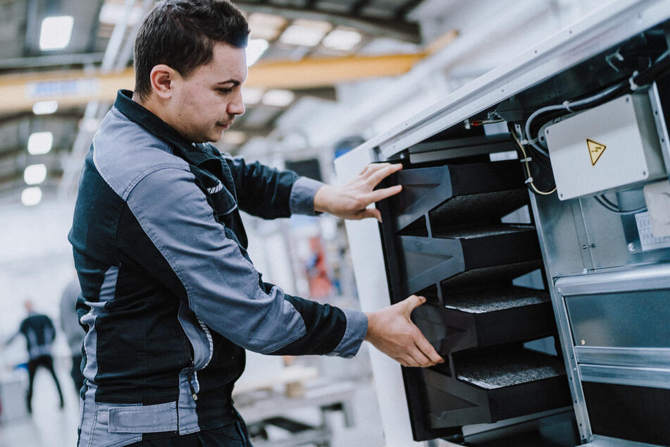 Herstellung von Luftfiltern bei der Firma Wolf. Lüften hilft gegen Corona.