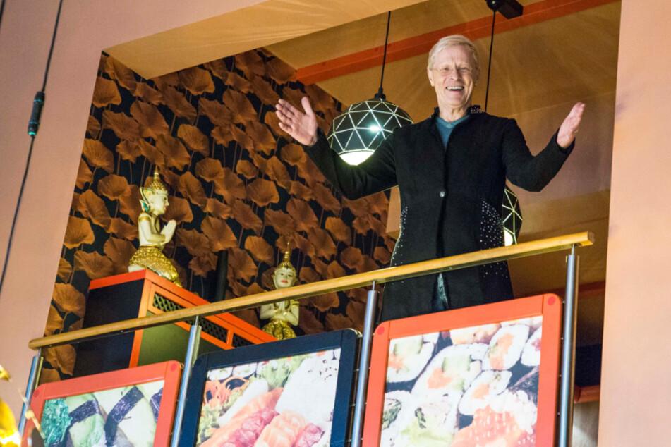 Wolle Förster (66) steht auf der Galerie - dort spielt bald die Musik.