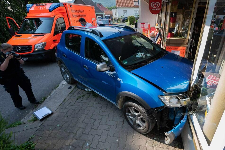 Der 76-Jährige krachte mit seinem Auto in ein Schaufenster und verstarb noch am Unfallort.