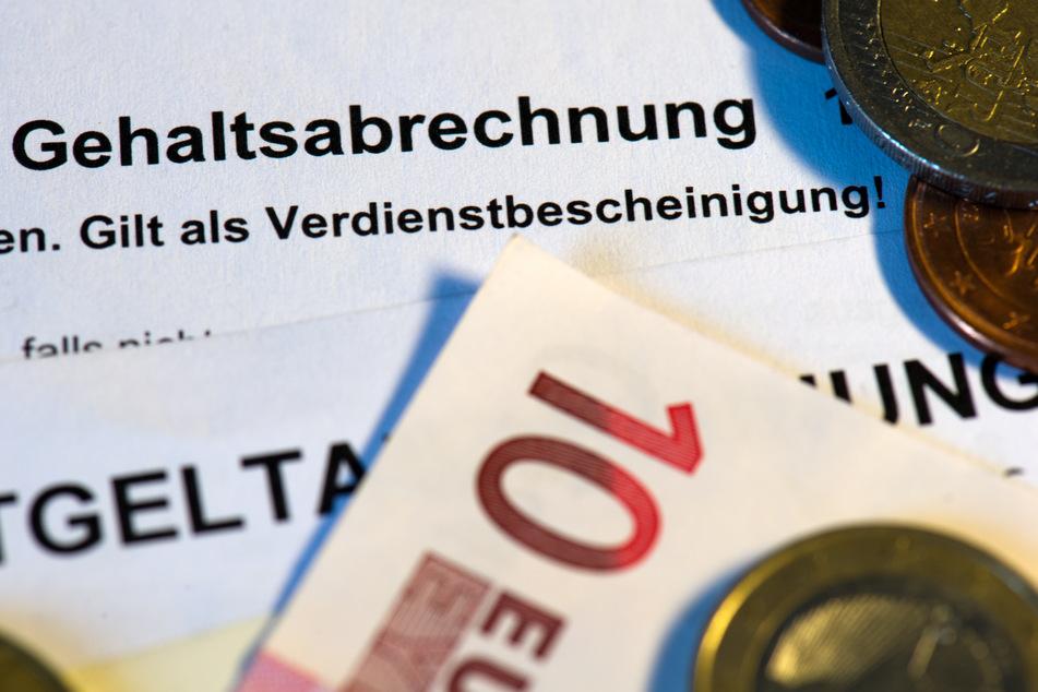 """Der Geschäftsführer der """"Energie- und Klimaagentur NRW"""", Ulf Reichardt (Jahrgang 1965) wird pro Jahr mit 200.000 Euro Gehalt vergütet. Den Grünen ist das zu viel. (Symbolfoto)"""