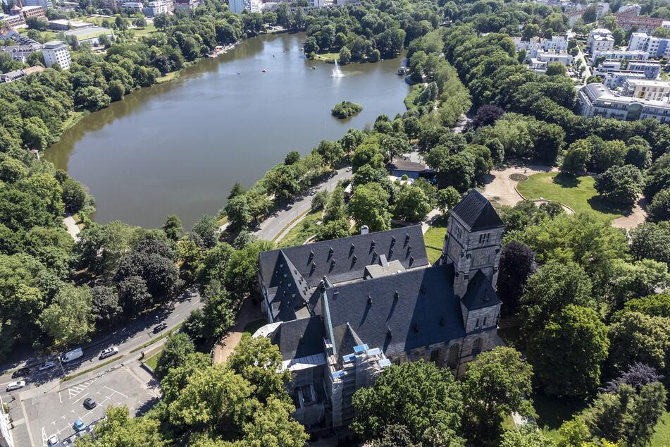 Die Schlosskirche thront seit Jahrhunderten über Chemnitz - die Sanierung bereitet sie auf die nächsten Jahrhunderte vor.