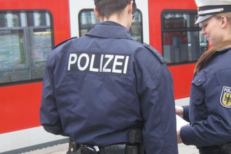 München: Fast vier Promille: Mann will nicht aus Bahn steigen und legt sich mit Polizei an