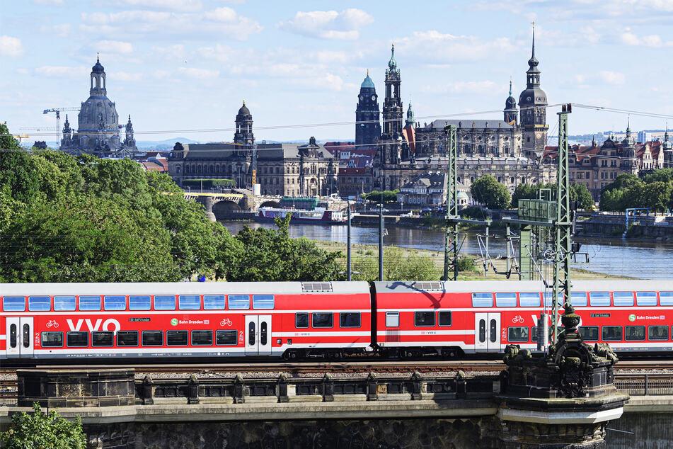 Weiter teuer: Für Bahn-, aber auch Bustickets, zahlen Schüler in Sachsen bisher zu viel. Angepeilt sind maximal 20 Euro.