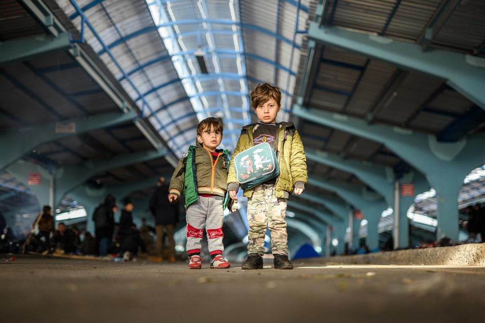 Zwei Migranten an der türkisch-griechischen Grenze.