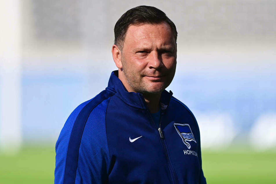 Hertha-Coach Pal Dardai (45) verspürt vor dem wichtigen Spiel beim FC Schalke 04 Ruhe in seiner Mannschaft.