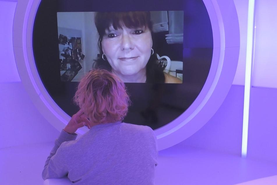 Tim redet mit Rebeccas Mama.