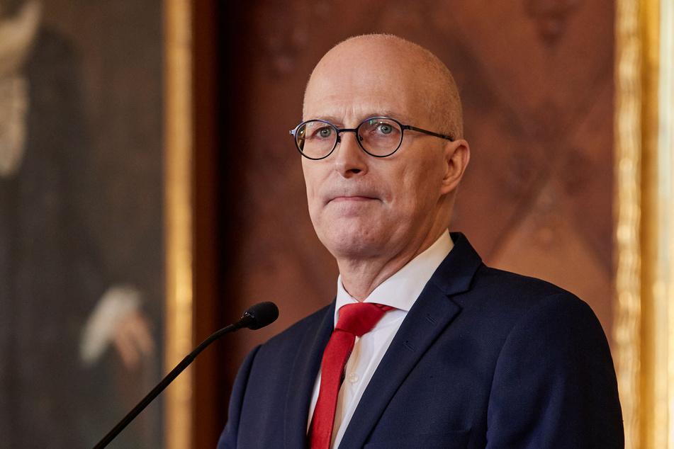 Peter Tschentscher (55, SPD), Erster Bürgermeister von Hamburg, gibt im Rathaus eine Pressekonferenz zur aktuellen Corona-Lage. (Archivbild)