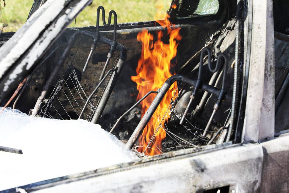 Der Peugeot 108 brannte komplett aus.
