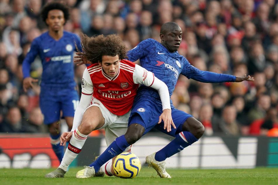 Mattéo Guendouzi (l.), hier noch im Trikot des FC Arsenal, im Zweikampf mit Chelseas N'Golo Kanté (29). Der Hertha-Neuzugang brennt darauf, auch für seinen neuen Klub endlich Zweikämpfe führen zu dürfen.