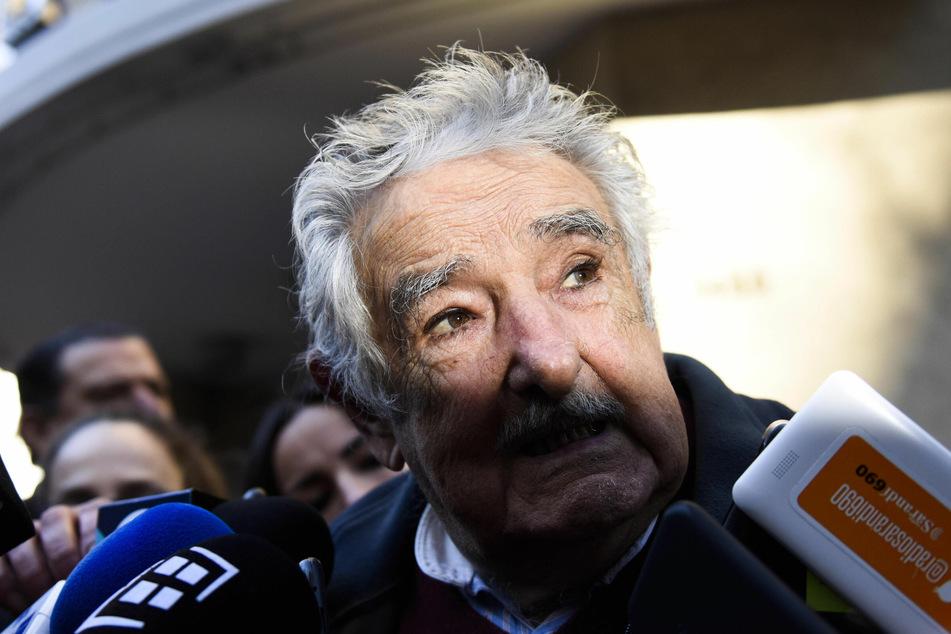Uruguay, Montevideo: Jose Mujica, ehemaliger Präsident von Uruguay, spricht mit Journalisten.