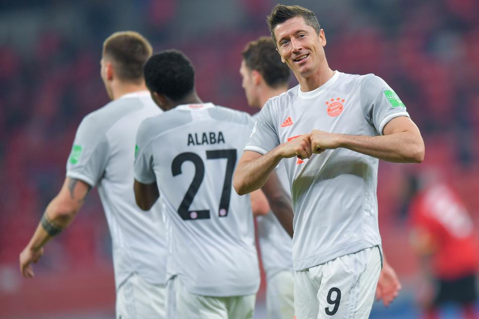 Nur noch ein Schritt fehlt dem FC Bayern München zum historischen Titel-Sixpack - und folglich auch Robert Lewandowski (32, r.).