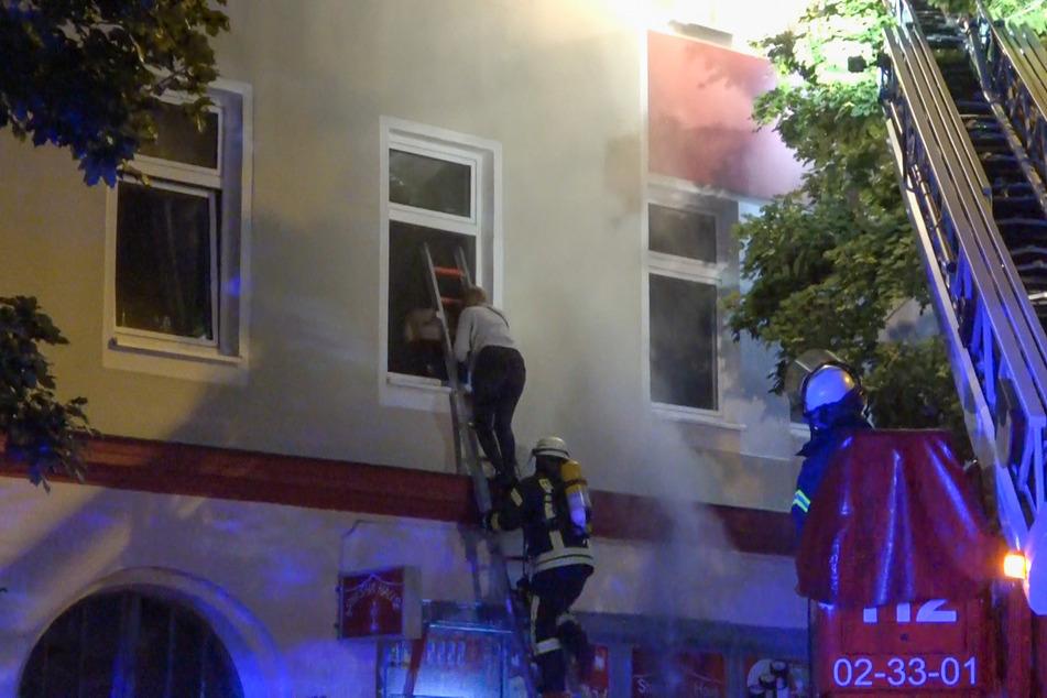 Insgesamt elf Bewohner des Hauses mussten evakuiert werden.