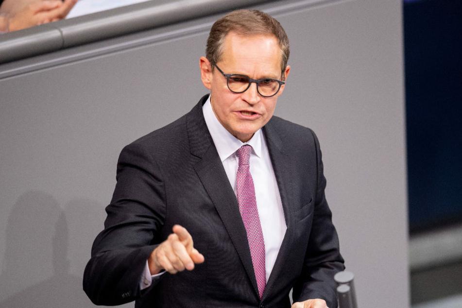 Berlins Regierender Bürgermeister und Vorsitzender der Ministerpräsidentenkonferenz, Michael Müller (56, SPD), hält es für richtig, bereits am Dienstag erneut über mögliche schärfere Corona-Maßnahmen zu beraten.