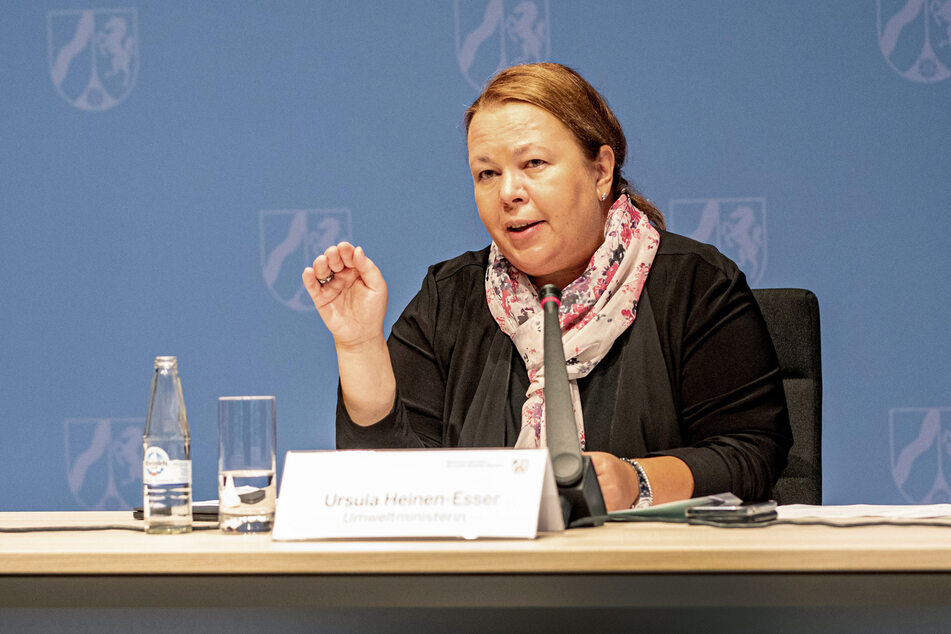 Umweltministerin Ursula Heinen-Esser (55, CDU) hat angesichts des Unwetters in NRW offenbar schnell gehandelt.