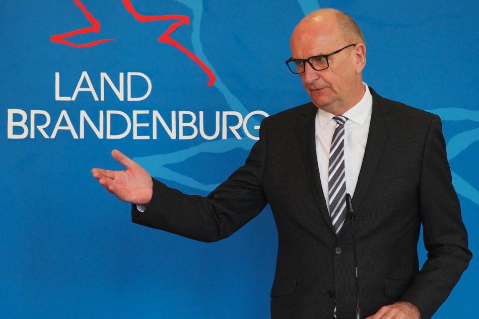 """Brandenburgs Ministerpräsident Dietmar Woidke (59, SPD) teilte am Montag in Potsdam mit, er freue sich über die """"Einladung zum Impfgipfel am kommenden Montag aus dem Kanzleramt""""."""