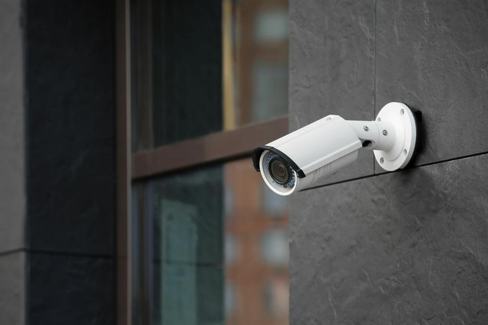 Der Vorfall wurde von der Überwachungskamera der Familie gefilmt.